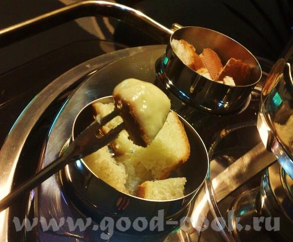 сырное фондю родом из Швейцарии, но и в французской кухне оно прижилось - 2