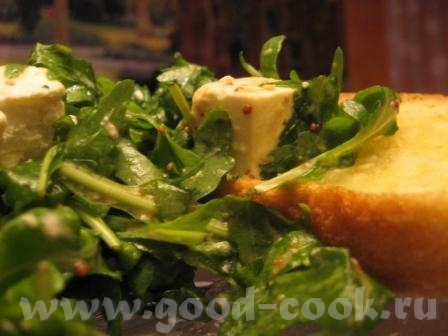 Салатик с рукколой и хлебушек с чесноком рукоола брынза Заправка: французская горчица с зернами 1ст