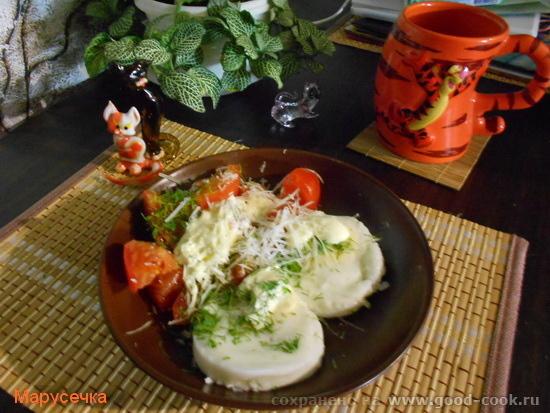 яйца с томатами и сыром