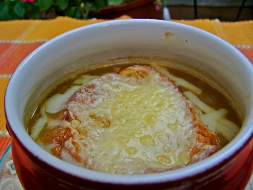 , французский луковый суп невозможно не любить