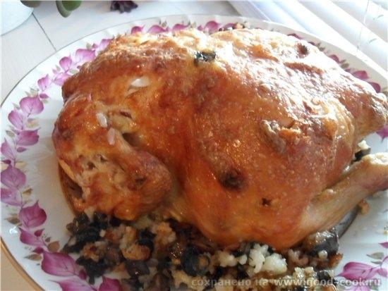 А на главное горячее блюдо была Курица фаршированная рисом с грибами - курица 2 кг - майонез 3 ст - 2