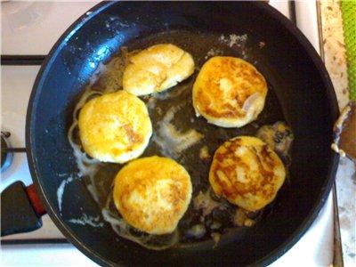 Девочки, я тут на выходных делала сырники с вареной сгущенкой, очень просто и очень вкусно - 3