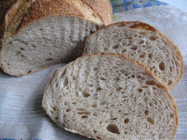 хлеб французский деревенский на разрезе