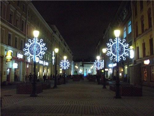 Перейдём на другую сторону Невского проспекта и перед нами Малая Садовая улица