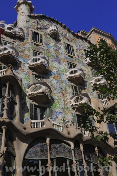 По приезду в Барселону мы прогулялись по проспекту Грасия - 6