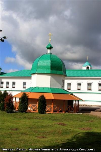 А это уже та часть монастыря, что восстановлена и действует - 5