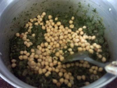 ДАЛЕЕ затем листья мангольда измельчить очень мелко(я измельчаю в блендере)и выложить в кастрюлю ча... - 3