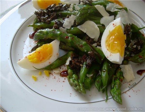 Этот салат может быть отличным ужином или украшением обеденного стола