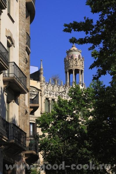 По приезду в Барселону мы прогулялись по проспекту Грасия - 5