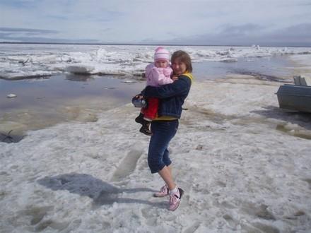А вот следующие фотки я сделала когла мы ездили в Горнокнязевск (поселок) смотреть как лед идет - 2