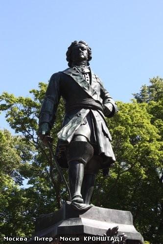 И вот главный памятник Кронштадта – памятник Петру I