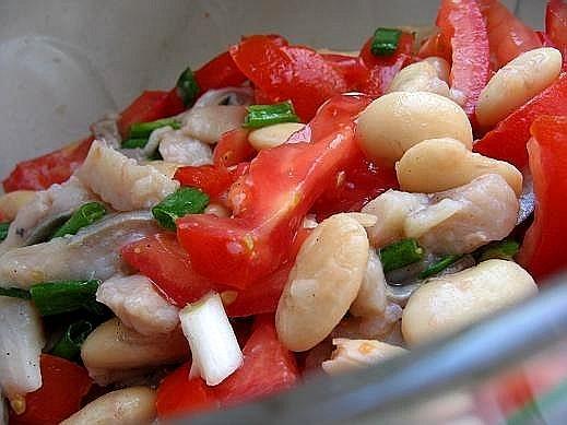 себе любимой на обед делала такой салатик салат из сельди с фасолью а это для мужа морковный суп с...