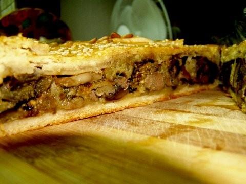 Пирог из песочного теста с грибами,баклажаном и печенью Тесто: 3 стакана муки 200 г маргарина 0,5 ч