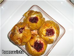 Печеные яблоки с вареньем ингредиенты: Несколько яблок, варенье, ядра орехов