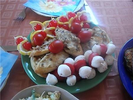 """девочки отчет с дня рождения сына общий вид стола с салатами и закусками подробнее: салат """"Министер... - 3"""