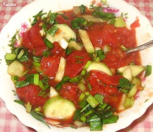 Салат из помидоров с собственном соку