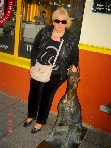 раматический театр фигура Георгия -победоносца на одном из зданий в центре Вильнюса магазин с литов... - 3