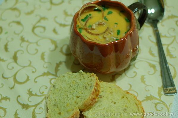 Тыквенный крем-суп с горгонзолой и луком фри