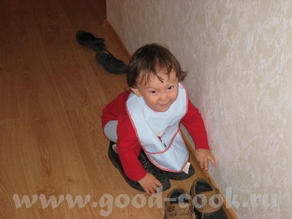 Максу бывало скучно, поэтому он примерял папины ботинки…или терзал мамин кошелек…или убегал в душев...