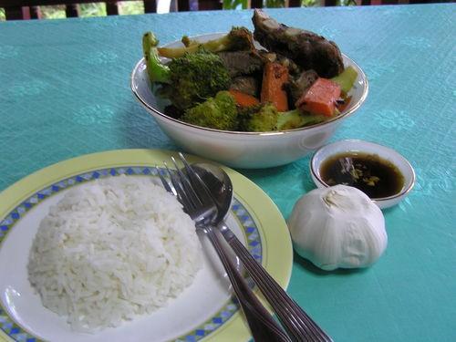 Свиные ребрышки с овощами в тайском стиле