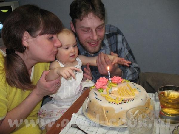 Маленький фотоотчетик с Анниного годовасия Помогала надувать надутые шарики Чудный денек во всех от... - 4