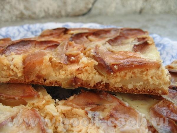 а вот и мой яблочный пирог с творогом от тесто только совсем другое - на кефире и яблоки кружочками... - 3