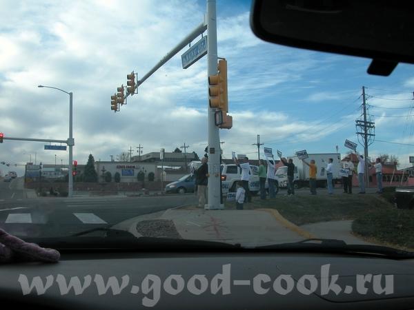 А ето мы уже приближаемся к месту выборов Вот такие знаки говорят нам куда ехать А на парковке рядо... - 8