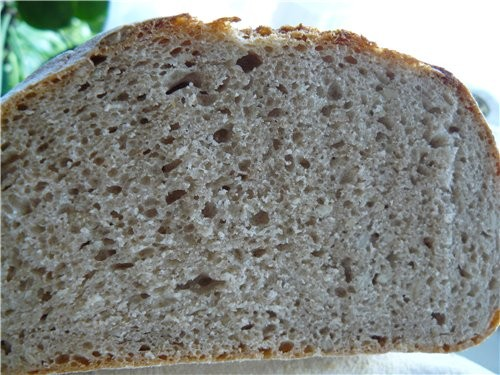 Хлеб смешаный С вечера замешать закваску: 50 г закваски 150 г муки ржаной 150 г воды 300 г муки вто...
