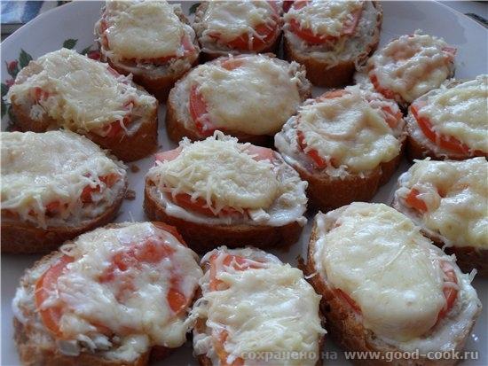 Горячие бутерброды с курицей и помидором багет (нарезанный на кусочки) сливочное масло майонез чесн... - 2