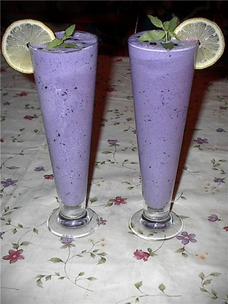 Ананасово-черничное гляссе Время приготовления - 5 минут На четыре порции: Ингредиенты: Мороженное...