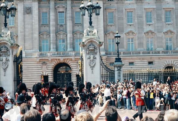 иногда можно попасть на парад перед Букингемским дворцом - 2