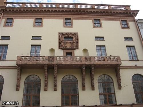 На углу Малой Садовой (дом 2) и Итальянской (дом 27) (с выходом на Манежную площадь) в 1912—1914 го...