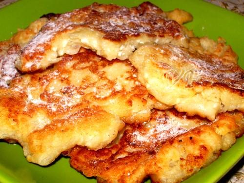 Сырники с яблоками Основной рецепт + натираем 1 среднее яблоко на тёрке в тесто,перемешиваем и выпе...