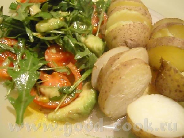 Это скромный ужин- салатик овощной- руккола, черри, авокадо, заправка с лимонным соком и оливковым...