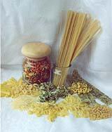 макароны отварите добавте любой жареной колбаски покрашите всякой зелени посолите поперчите и кушай...