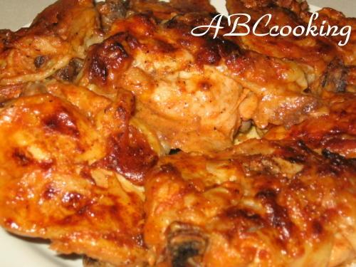 Делала вчера куриное мясо в духовке( замариновала за час до жарки в маринаде-майонез,томатная паста...