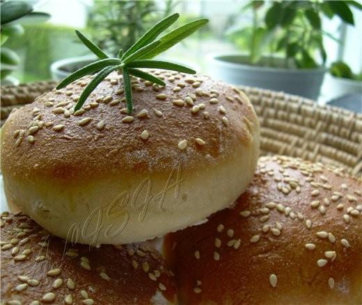 Еше один вариант булочек для бургеров, в них по желанию можно добавить зелень розмарина или тимьян... - 2