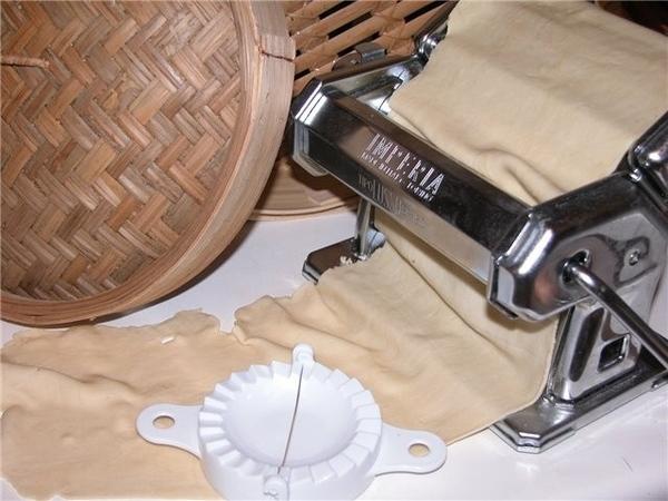 Поскольку я решила в етот раз попробовать делать тесто для вон тон самой, то понадобилась ещё одан...