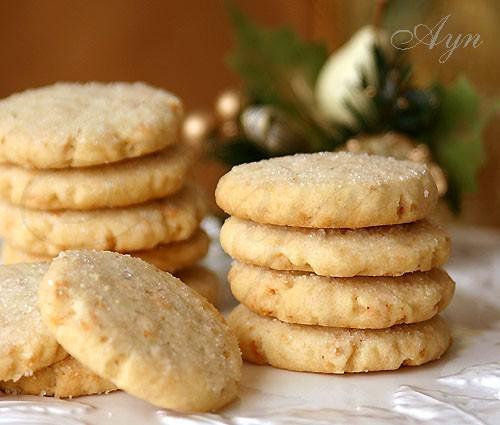 Это печенье по вкусу очень похоже на Датское масляное печенье, которое продаётся в жестяных банках...