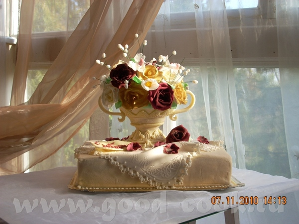 Юбилейный торт Ваза с цветами