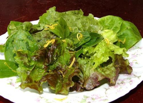 Вспомнился еще один вкусный салат из зеленых листьев