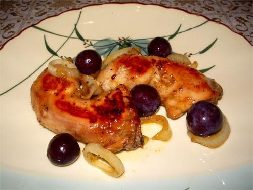 Окорочка в медовой глазури 2 куриных окорочка 1 средняя луковица(кольцами) Маринад: 1 ст