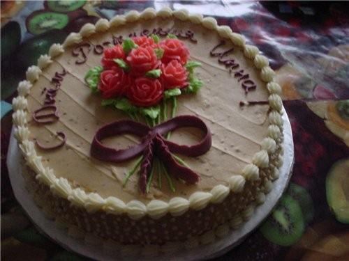 Вот пекла тортики подруге на ДР, простенько, но вкусно:-) Смели всё