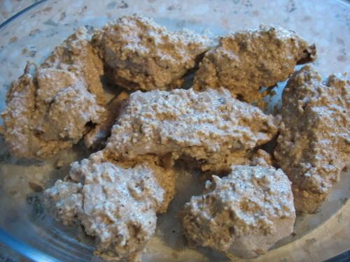 Курица – 1 – 1,5 кг Лук репчатый (для бульона) – 1 шт Орехи грецкие – 400 г Мука кукурузная – 2 ст