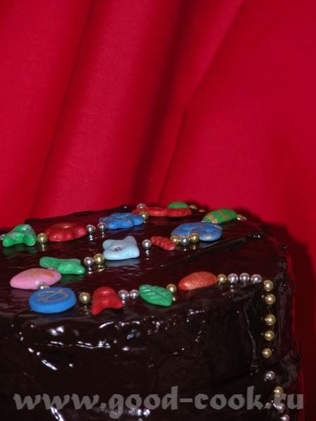 Но совсем не обязательно украшать всю поверхность торта - 3