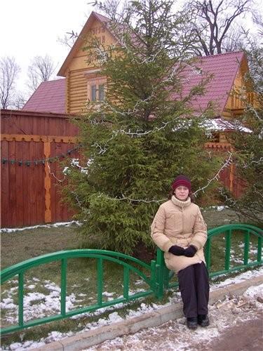Привет от Деда Мороза Вход в усадьбу Терем дедушки Мороза Терем Снегурочки А позирует дочка