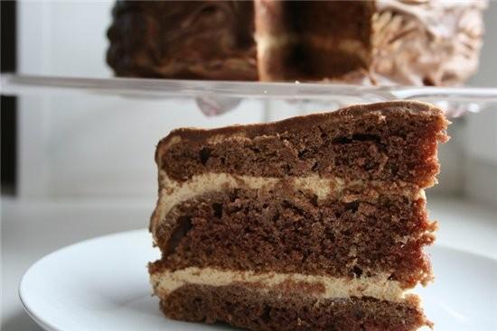 трехслойный шоколадный торт очень вкуный,высокий торт,по мотивам с какого-то зарубежного сайта,ищу...
