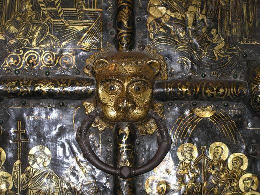 Одна из главных его достопримечательностей - Золотые врата - уникальный образец декоративно-приклад... - 3