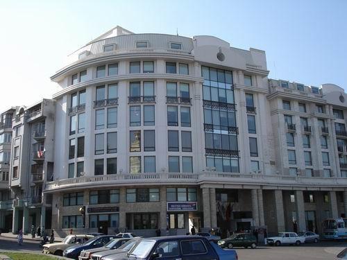 Вот немного крупным планом - отель и бизнес-центр Мариотт