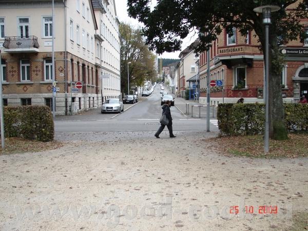 улочки вот очередной парк а это памятник революционистам (шутка) вот смотрите банда грабит банк раз...